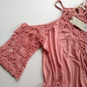 eef57d3b33806e gimmicks by BKE Tops - Gimmicks BKE • mauve crochet cold shoulder top
